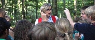 Denksport mit Mathematiklehrerin Karin Kroh bei der Kennenlernfahrt in Klasse 5 (Foto: SMMP/Hentrich)