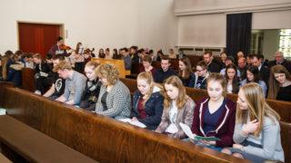 Am Anfang des Besuchs stand eine kurze Andacht in der Schulkapelle. Foto: SMMP/Bock