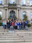 Vor dem Rathaus Villedieu-les-poeles (Foto: Lügger/SMMP)