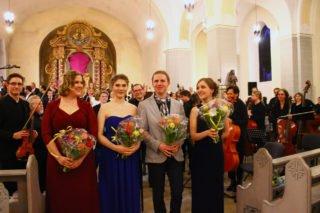Die Gesangssolisten (v.l.): Meike Buchbinder (Sopran), Muriel Litterst (Sopran), Julian Stöcklein (Tenor), Ann-Sophie Schmieder (Alt)