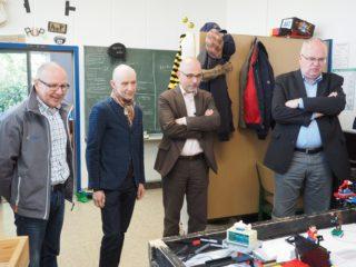 Die Gäste zeigten sich sehr interessiert an der Arbeit der Roboter-AG (Foto: C. Scholz/SMMP)
