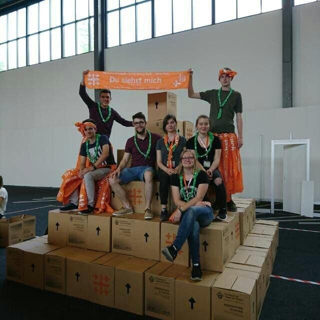 Wbg helfer beim kirchentag walburgisgymnasium for Papphocker berlin