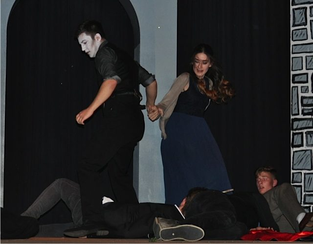 Spannung bis zum Schluss: Dracula (Robin Traud) und Mina (Susanna Biskup) (Foto: Lügger/SMMP)