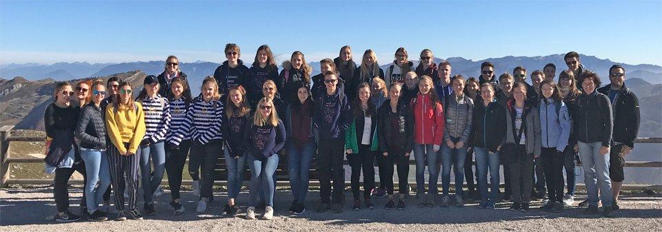 Die gesamte Reisegruppe an der Bergstation (Foto: Köster/SMMP)