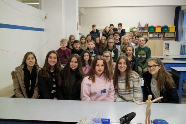 Gruppenfoto mit der Klasse 8b (Foto: C. Scholz)