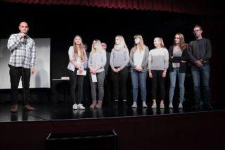Der Pädagogik-LK der Jahrgangsstufe 12 erhielt wegen der besonderen Güte ihres Videos einen Sonderpreis und viel Zuspruch aus dem Publikum. (Foto: C. Scholz/SMMP)