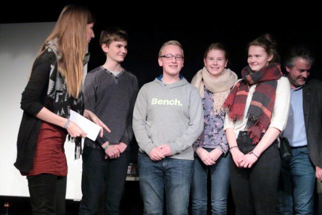 Die strahlenden Gewinner des Kreativwettbewerbs aus der Klasse 9b des WBG. (Foto: C. Scholz/SMMP)