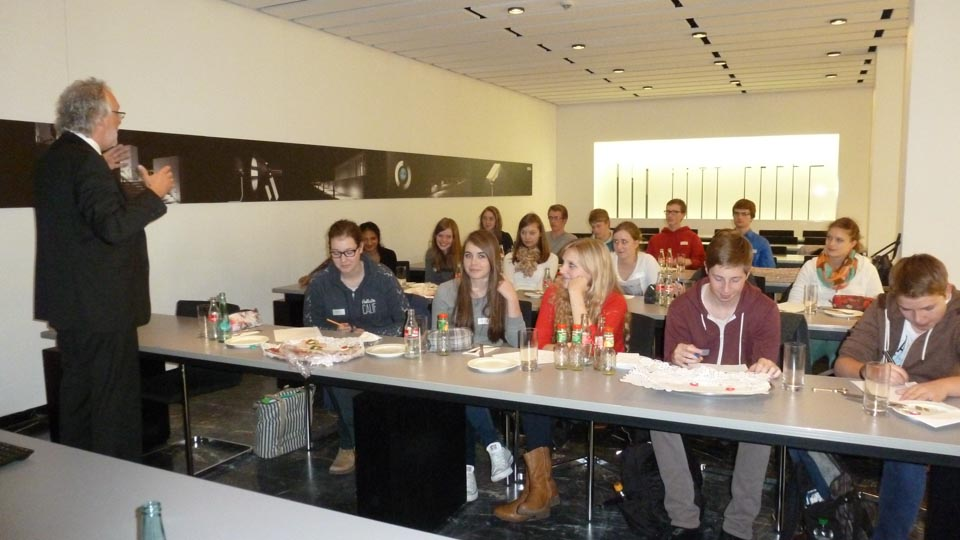 Bega Menden management ag besucht hjs und bega walburgisgymnasium